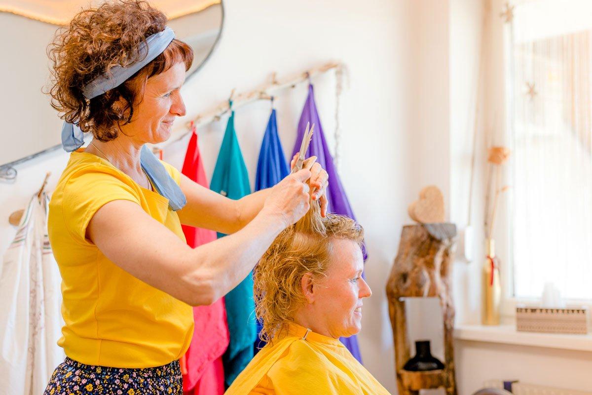 Haarschnitt bei Naturfriseur Haarnatur